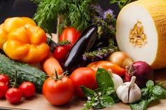 Ainda vida com vegetais e close up dos frutos Fotos de Stock