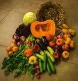 Ainda vida com vegetais e frutas do outono Fotos de Stock