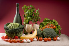 Ainda vida com vegetais e queijo Imagens de Stock Royalty Free