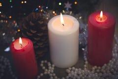 Ainda vida com velas e um pinecone Foto de Stock