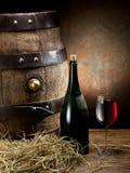 Ainda-vida com vidro do vinho, da garrafa e do tambor Imagens de Stock