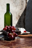 Ainda vida com vinho e uvas Fotos de Stock Royalty Free