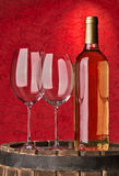 Ainda vida com vinho tinto e coração Fotos de Stock Royalty Free