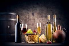 Ainda vida com vinho vermelho e branco Foto de Stock Royalty Free