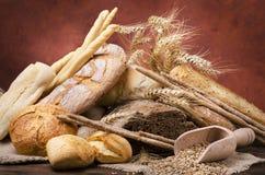 Ainda vida 1 Composição com tipos diferentes de pão Imagens de Stock