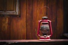 Ainda vida da lâmpada de furacão velha Fotografia de Stock Royalty Free
