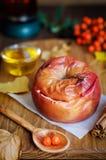 Ainda vida da maçã cozida com mel Foto de Stock