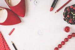Ainda vida da mulher da forma Fundo cosmético feminino Fotografia de Stock Royalty Free