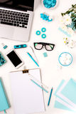 Ainda vida da mulher da forma, objetos azuis no branco Imagem de Stock Royalty Free