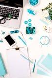 Ainda vida da mulher da forma, objetos azuis no branco Fotografia de Stock Royalty Free