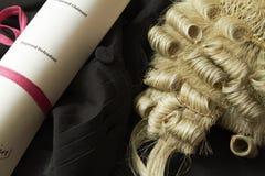 Ainda vida da peruca e do vestido do advogado Fotografia de Stock Royalty Free