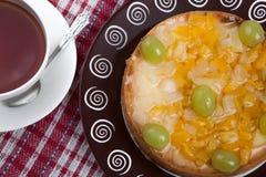 Ainda vida da torta e do copo recentemente cozidos do chá Imagem de Stock