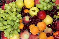 Ainda vida da variedade de frutos e de bagas Imagem de Stock
