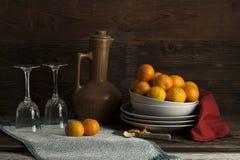 Ainda vida das laranjas e dos vidros Foto de Stock Royalty Free