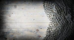 Ainda-vida das redes de pesca no fundo de madeira Foto de Stock
