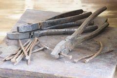 Ainda vida de ferramentas oxidadas velhas da mão Imagens de Stock