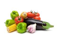 Ainda vida de legumes frescos no fundo branco Foto de Stock
