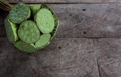 Ainda vida de sementes dos lótus no assoalho de madeira Foto de Stock