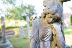 Ainda-vida do cemitério - mulher triste Foto de Stock Royalty Free