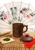 A ainda-vida do chá com chinês pode Fotografia de Stock