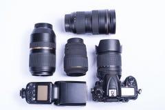 Ainda vida do equipamento da foto do dslr no fundo branco Imagens de Stock Royalty Free