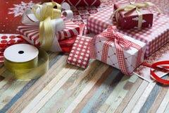 Ainda vida do Feliz Natal e das caixas de presente do ano novo feliz DIY Fotografia de Stock