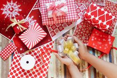 Ainda vida do Feliz Natal e das caixas de presente do ano novo feliz DIY Foto de Stock Royalty Free