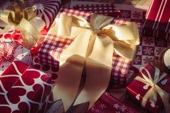 Ainda vida do Feliz Natal e das caixas de presente do ano novo feliz DIY Imagens de Stock Royalty Free