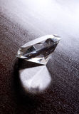 Ainda vida do grande diamante brilhante Imagens de Stock Royalty Free
