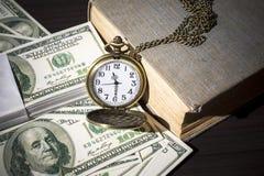 Ainda vida do relógio de bolso em contas e no livro velho Fotografia de Stock Royalty Free
