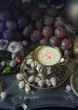 Ainda vida 1 Doces orientais tradicionais na bandeja do marroquino do vintage Fotografia de Stock Royalty Free