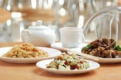 Ainda-vida dos pratos Imagens de Stock Royalty Free