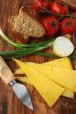 Ainda vida em um estilo rústico, tomates do queijo Fotos de Stock