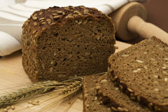 Ainda-vida inteira do pão da grão imagens de stock royalty free