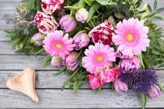 Ainda vida na mola com as flores para o dia de mães Foto de Stock Royalty Free
