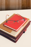 Ainda vida, negócio, conceito da educação vidros com caderno o Imagens de Stock Royalty Free