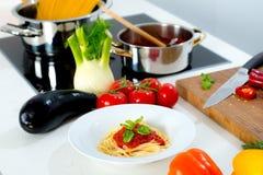 Ainda vida no alimento do mediterran da cozinha Imagens de Stock Royalty Free