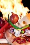 Ainda vida no estilo italiano com pão fresco e vegetais Fotos de Stock