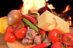Ainda vida no estilo italiano com queijo e Veg do pão fresco Imagem de Stock Royalty Free