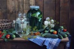 Ainda vida no estilo rústico com os vegetais na tabela Fotos de Stock