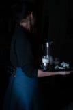 Ainda vida no Holandês-estilo pequeno uma mulher que guarda a bandeja com o jarro do leite e dos bolos vintage Imagens de Stock