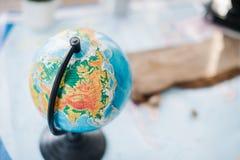 Ainda vida no mapa político do mundo O conceito do curso Imagens de Stock Royalty Free