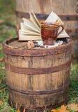 Ainda vida no outono velho do tambor do carvalho Foto de Stock Royalty Free