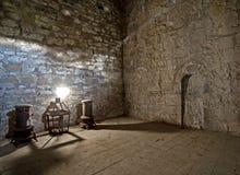 Ainda vida no quarto velho com o eixo de luz Imagens de Stock Royalty Free