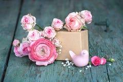 Ainda vida no rosa para o dia de mães Fotografia de Stock