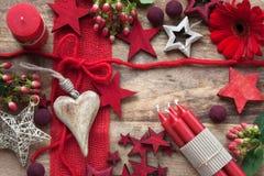 Ainda vida no vermelho pelo tempo do Natal Imagem de Stock