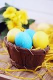 Ainda vida, ovos na cesta Fotografia de Stock Royalty Free