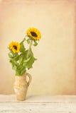 Ainda vida Painterly com girassóis Fotos de Stock Royalty Free