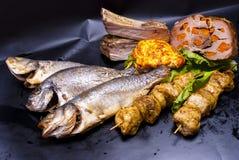 Ainda vida - peixe fritado, no espeto, bife Fotos de Stock Royalty Free