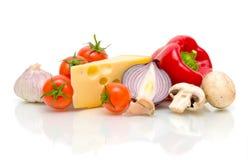 Ainda vida. queijo e vegetais. Imagens de Stock